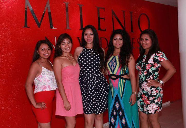 Cinco de las seis aspirantes a Señorita Tec Conkal 2016, concurso que busca promover que las alumnas se preparen intelectualmente para el futuro. (Jorge Acosta/ Milenio Novedades)
