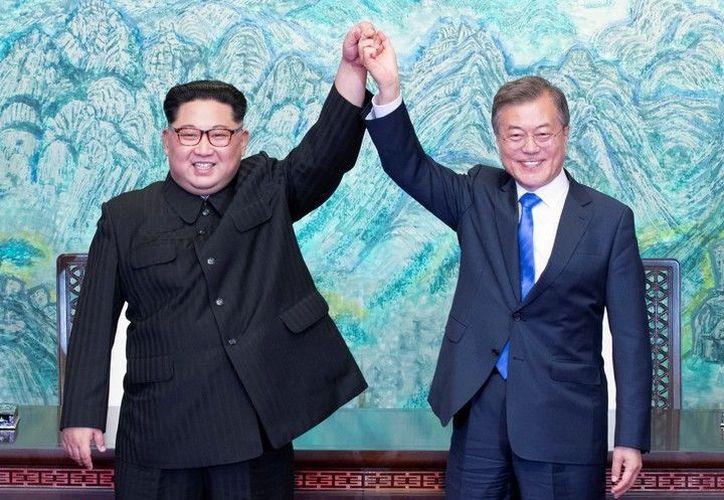 Encuentro entre los líderes de Corea del Norte, Kim Jong-un, y de Corea del Sur, Moon Jae-in. (AP)