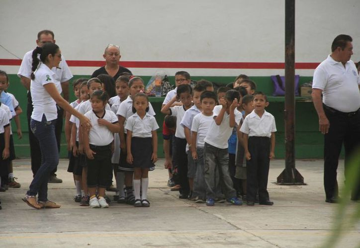 Las autoridades educativas buscan reacomodar a los maestros para evitar ausencia de maestros frente a grupos. (Archivo/SIPSE)