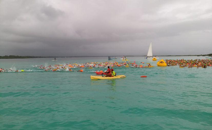 El torneo de aguas abiertas se estaba realizando en Bacalar. (Miguel Maldonado/SIPSE)