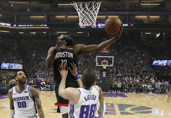 Quedan  definidos los duelos de postemporada de la NBA, para iniciar mañana el camino rumbo al título; Warriors acapara reflectores, en busca del tricampeonato. (Notimex)