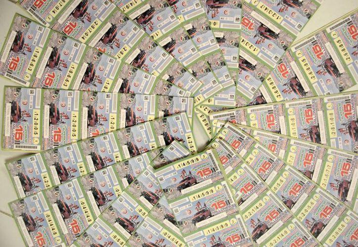 Cada 'cachito' de Lotería devuelto cuesta 30 pesos. (Cuauhtémoc Moreno/SIPSE)