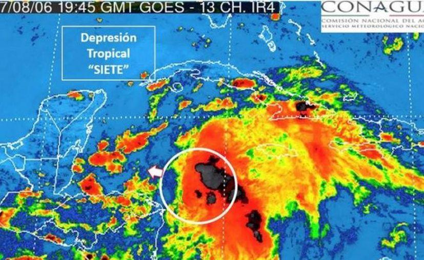 La Depresión Tropical 7 se desplaza 19 kilómetros por hora con dirección oeste noroeste hacia la Península de Yucatán. (Conagua)