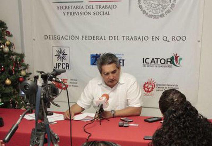 El delegado federal de la STPS informó de las multas a las empresas. (Tomás Álvarez/SIPSE)