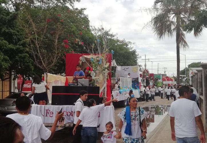 Con gran fiesta culminaron Corpus Christi en Playa del Carmen. (Foto: Octavio Martínez)