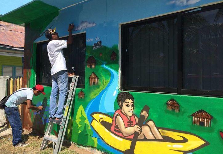 """Se prevé que en este evento se hará el lanzamiento de la página web de turismo y de las redes sociales, titulada """"Bahía de Chetumal""""; también presentarán un mural urbano hecho por jóvenes grafiteros. (Harold Alcocer/SIPSE)"""