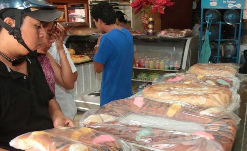 Las 'Roscas de Reyes' en la entidad se pueden conseguir desde 65 pesos y hasta 220 pesos. (SIPSE)