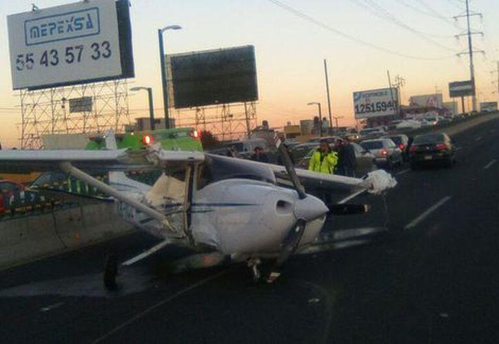El Aeropuerto Internacional de Toluca informó a través de su cuenta de Twitter que el aterrizaje de emergencia fue ocasionado por una supuesta falla mecánica. (Milenio)