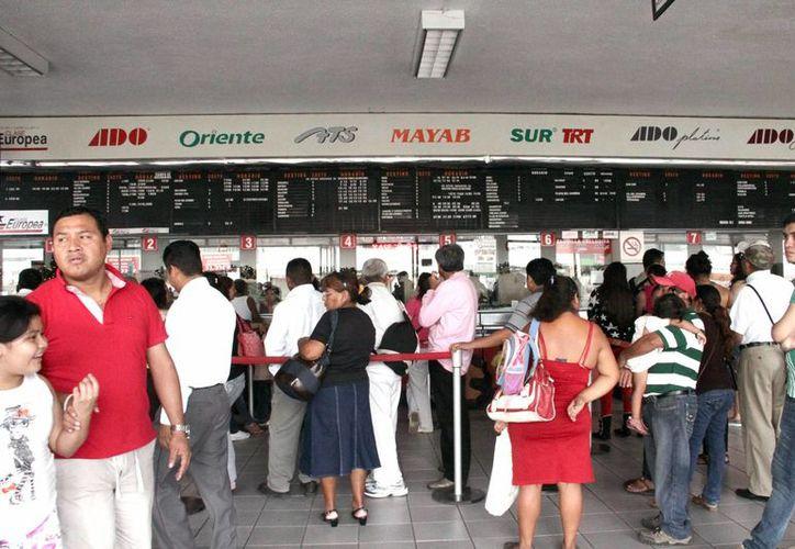 En el marco de los próximos aumentos en el costo del transporte foráneo, los pasajeros de Peto a Oxkutzcab se enteraron este jueves que el boleto que hasta hoy cuesta 38 pesos será de 42 pesos desde el 1 de enero. (Milenio Novedades)