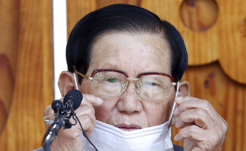 Lee Man-hee, titular de la Iglesia de Jesús Sincheonji, fue arrestado el sábado 1 de agosto de 2020 acusado de violar las normas de cuarentena, (Kim Ju-sung/Yonhap via AP, File)