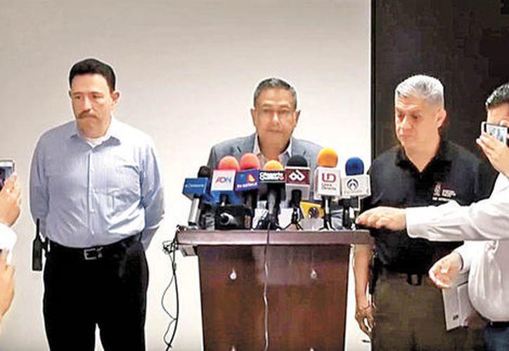 Genaro Robles, titular de la SSP estatal, en conferencia de prensa. (Milenio)