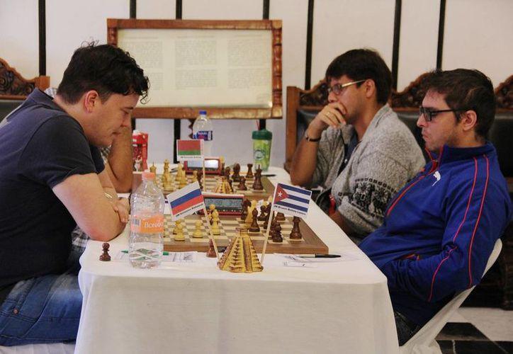 El cubano Lázaro Bruzón venció en la final al GM ruso Aleksandr Shimanov, el pasado martes, en el  torneo 'Carlos Torre Repetto'.(Aldo Pallota/SIPSE)
