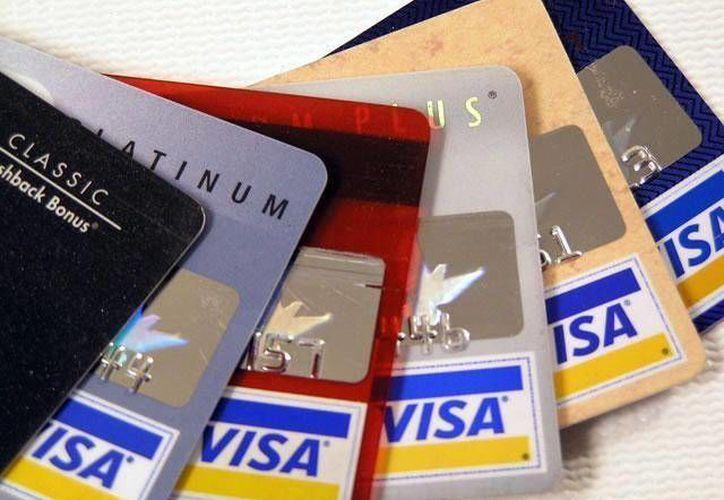 Las tarjetas son un objeto del deseo. Se sugiere a usuarios tomar precauciones. (Archivo/SIPSE)