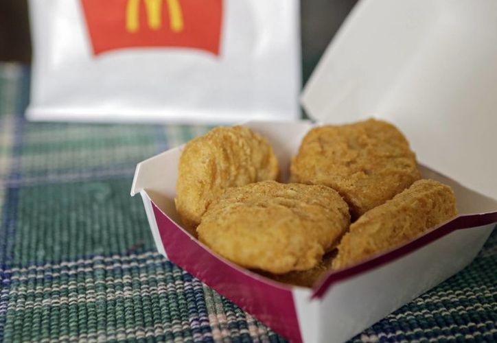 La gigantesca cadena de comidas rápidas está tratando de cambiar su imagen de proveedora de alimentos chatarra. (Agencias)