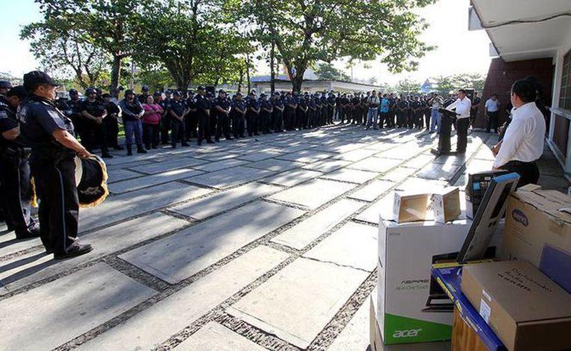 Motivan a los policías a dar lo mejor de sí en beneficio de la población. (Cortesía/SIPSE)
