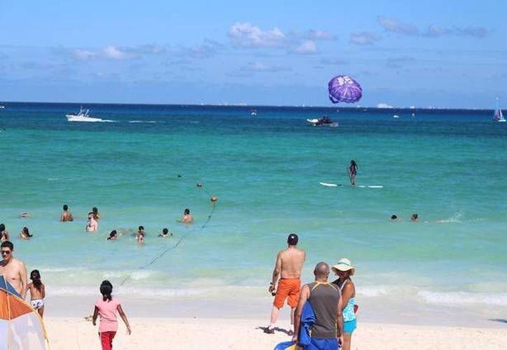 La Cofepris tendrá en 15 días el resultado del muestreo realizado en ocho playas de Solidaridad.  (Yesenia Barradas/SIPSE)