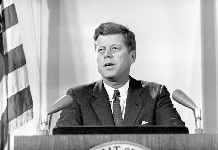 El libro sobre Kennedy abarca memorias suyas de 1937 a 1945. (thestyleking.com/Archivo)