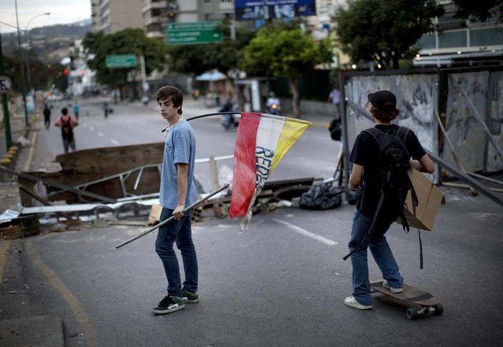 Francisco Rosendo Marín, empleado del Gobierno, falleció cuando despejaba una barricada en la urbanización de clase media Montalbán, en Caracas. (Agencias/Archivo)