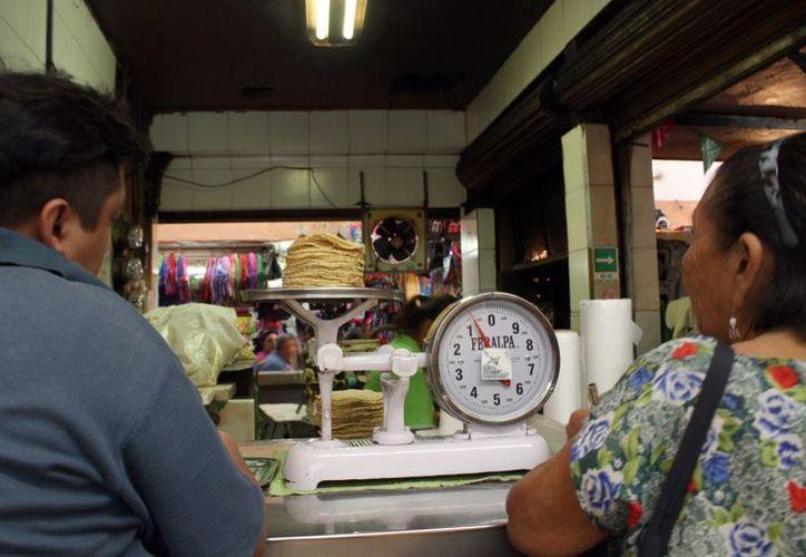 Discuten el incremento entre cincuenta centavos y un peso en la tortilla. (Milenio Novedades)