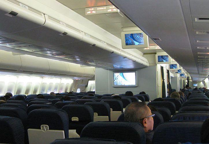 El vuelo fue cancelado y los pasajeros fueron alojados en hoteles locales para pasar la noche. (RT)