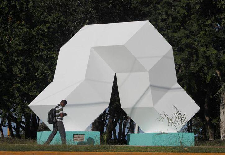 El corredor escultórico Chactemal, está integrado por 24 obras de artistas de todo el mundo. (Harold Alcocer/SIPSE)