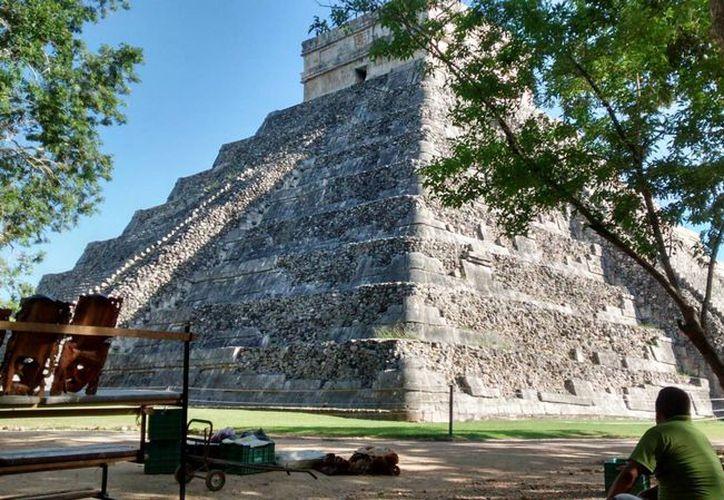 Cultur espera un buen cierre de año en cifras de viajeros que llegan a Yucatán. Imagen del castillo de Kukulcán en Chichén Itzá. (Archivo/SIPSE)