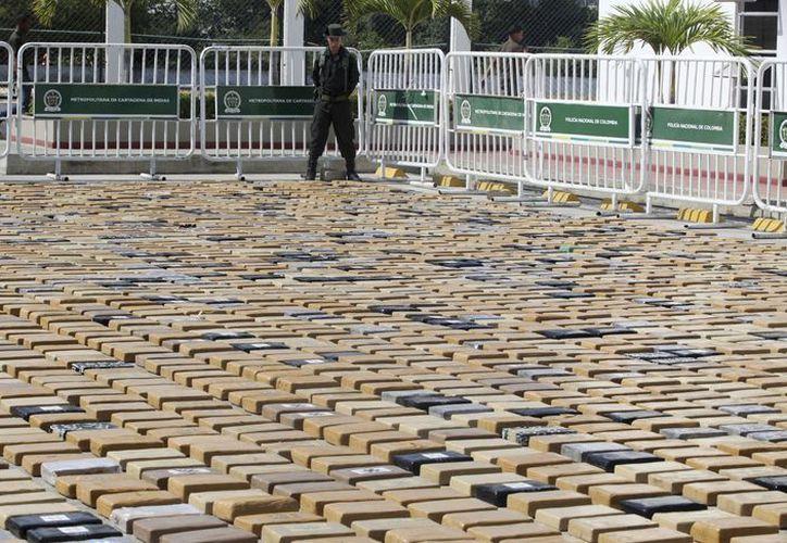 El alcaloide estaba en más de 3,000 paquetes rectangulares recubiertos de plástico. (Agencia AP)