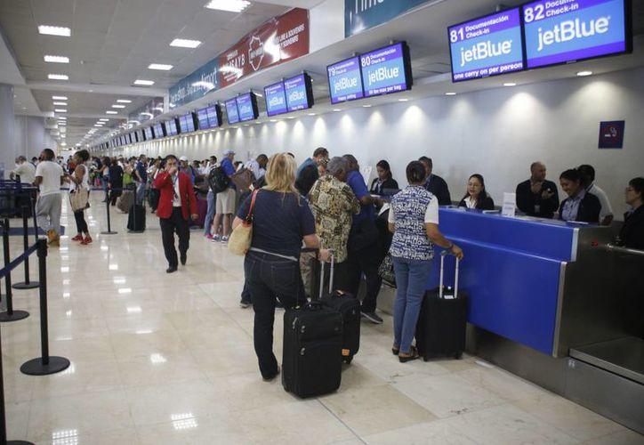 Aeropuerto de Cancún aplica la tecnología en beneficio de los usuarios. (Israel Leal/SIPSE)