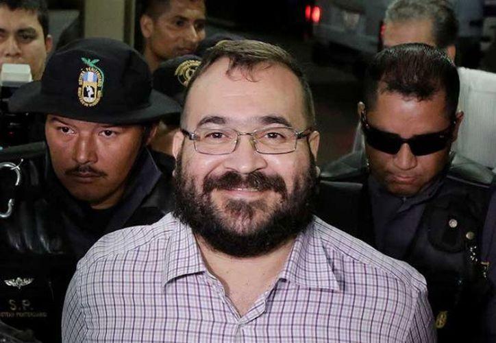 Los términos y plazos dispuestos por el acuerdo bilateral México-Guatemala, se efectúa el proceso de extradición del exgobernador de Veracruz. (Reuters)