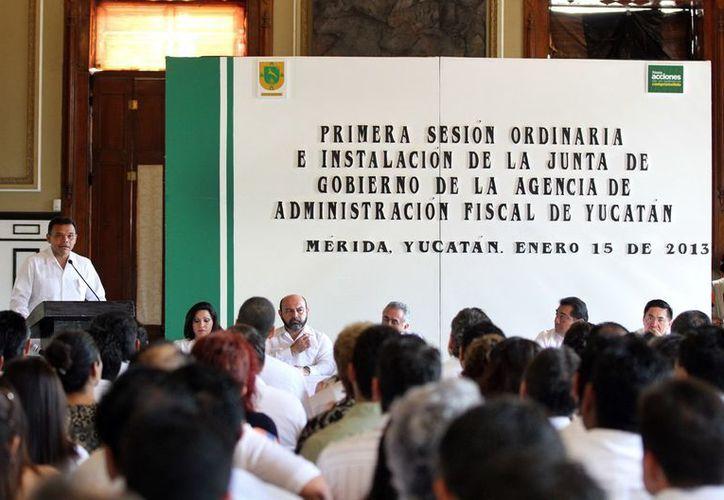 El gobernador del Estado, Rolando Zapata Bello, instaló la Junta de Gobierno de la AAFY, en el Salón de la Historia de Palacio de Gobierno. (Cortesía)