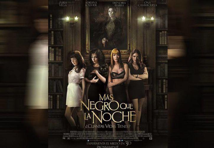 De acuerdo con Henri Bedwell, con 'remake' del filme rinde un homenaje a Carlos Taboada, director original de 'Más negro que la noche'. (Facebook/Más negro que la noche)