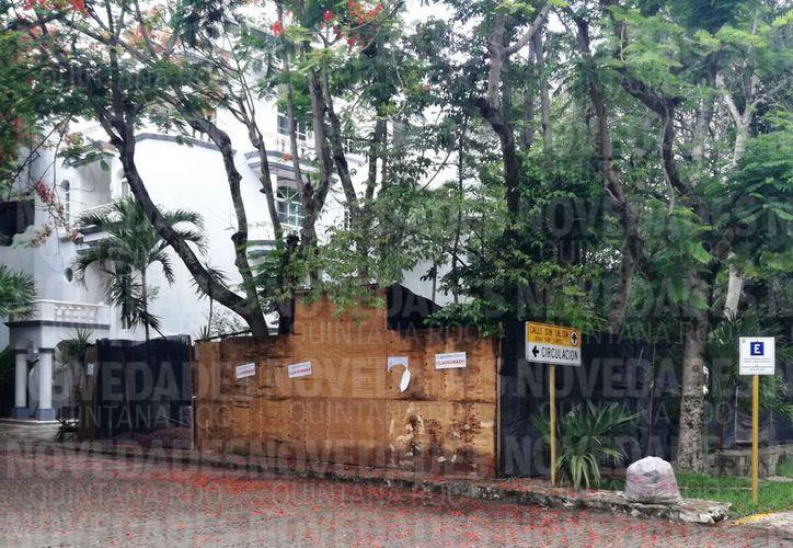 Una construcción fue suspendida por el INAH debido a que afectaba los vestigios de la zona arqueológica Xaman-Ha, en Playacar. (Octavio Martínez/SIPSE)