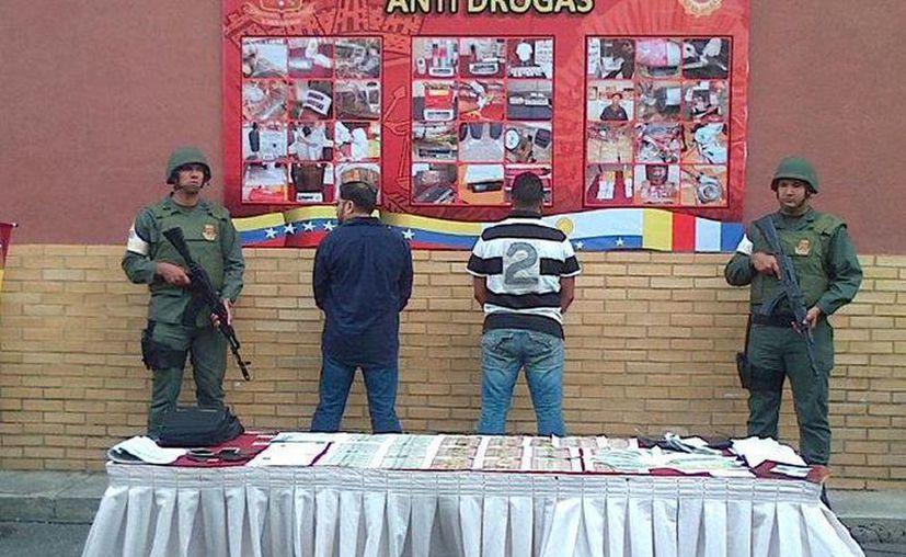 La Guardia Nacional Bolivariana de Venezuela capturó a Robert Pinto Gil y Vasily Kotosky Villarroel acusados de narcotráfico. (GNBoficial)