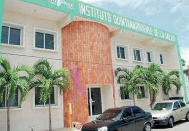 La directora del Instituto Quintanarroense de la Mujer, Blanca Pérez Alonso, dio a conocer la noticia. (Redacción/SIPSE)