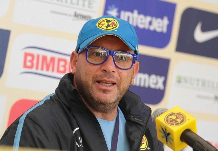 El DT del América, Antonio Mohamed, admitió que está más que obligado a sacar la victoria contra Chivas de Guadalajara. (Notimex)