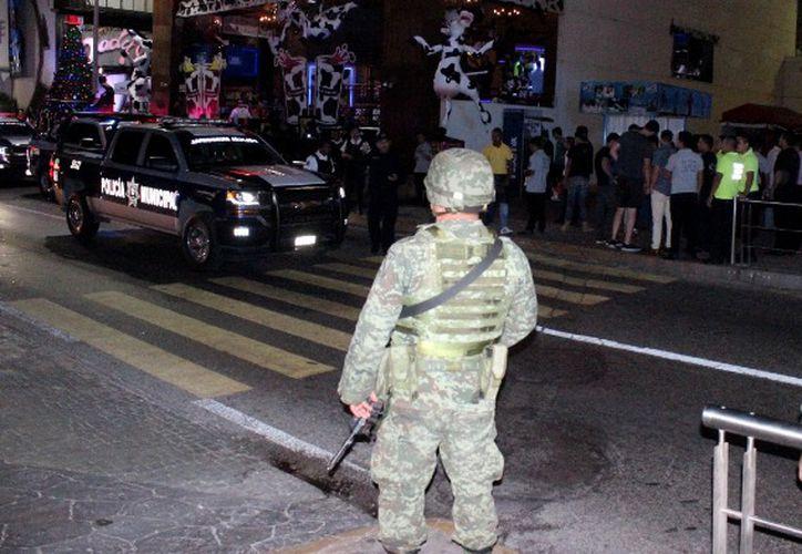Autoridades realizan operativos en distintos bares de la ciudad. (Redacción/ SIPSE)