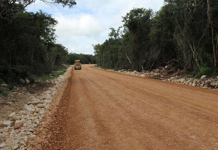 Avance de la construcción de la nueva vía Xocen-Xiulub en Valladolid, Yucatán. (Foto cortesía del Gobierno de Yucatán)