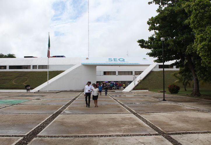 Las plazas que dejaron los docentes desde octubre de 2017, en la prejubilación, fueron ocupadas por medio de contratos. (Joel Zamora/SIPSE)