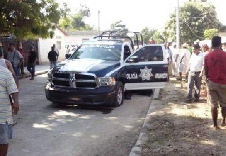 Se presume que en la emboscada y balacera contra el jefe de policía de Cuajinicuilapa y dos agentes participaron al menos cinco hombres armados. (Milenio)