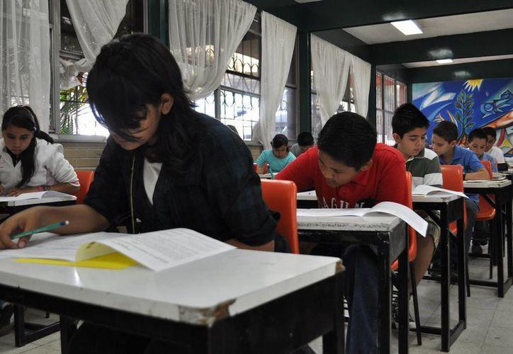 La Profeco y los colegios firmaron un acuerdo para no subir mucho las cuotas escolares. (Notimex)