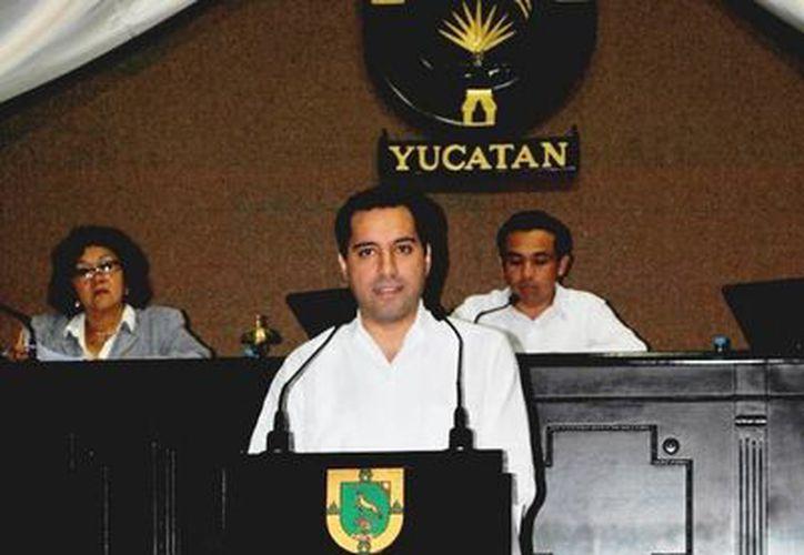 El diputado Mauricio Vila Dosal, durante su intervención en la tribuna legislativa. (SIPSE)