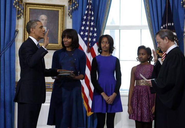 La Biblia usada hoy para que Obama jurara el cargo procede de la familia de su esposa Michelle. (Agencias)