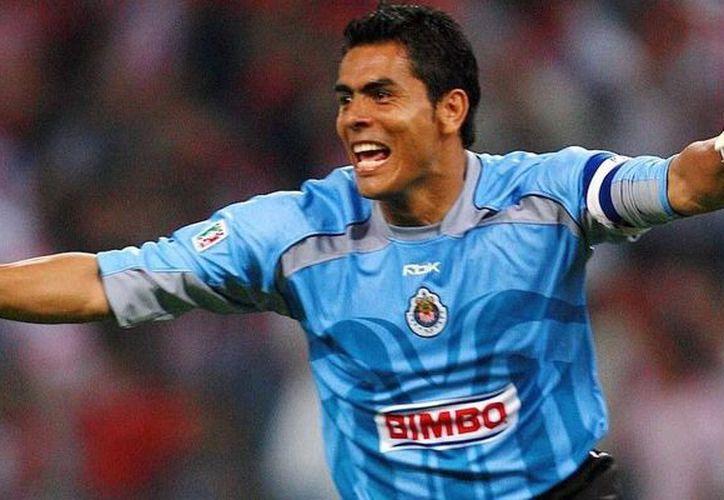 Tras actuación en el Mundial de Alemania 2006, el arquero Oswaldo Sánchez se perfilaba para salir de las Chivas de Guadalajara rumbo al Viejo Continente. (Vanguardia MX)