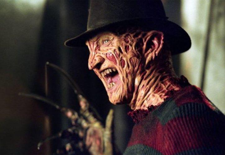 El fugitivo que disparó contra cinco personas en una fiesta de Halloween estaba disfrazado del personaje de Hollywood, Freddy Krueger. (Imagen captura de pantalla de Youtube)