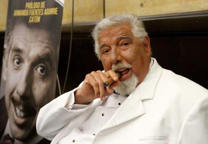 El actor Rubén Aguirre se mostró insatisfecho por los malos tratos que ha recibido por parte de la ANDA. En la foto, el actor presenta su libro 'Después de usted', en Puerto Vallarta. (Archivo/Notimex)