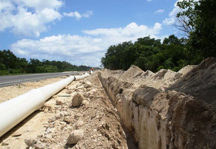 La CAPA trabaja en el desvío del desagüe que recibe la planta de tratamiento Saas Tun Ja.  (Octavio Martínez/SIPSE)