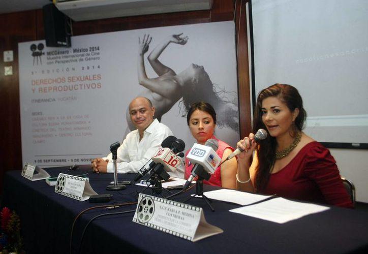 Nayla Magaña en el anuncio de la Tercera Muestra Internacional de Cine con Perspectiva de Género. La diversidad sexual a través del séptimo arte. (Milenio Novedades)