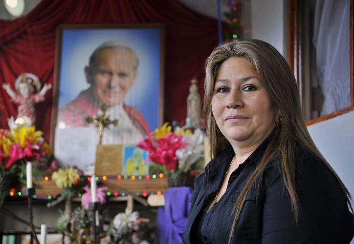 Floribeth de 50 años y  madre de cuatro hijos, recuerda que en 1983 nació en ella una afinidad por Juan Pablo II. (puroperiodismo.com)