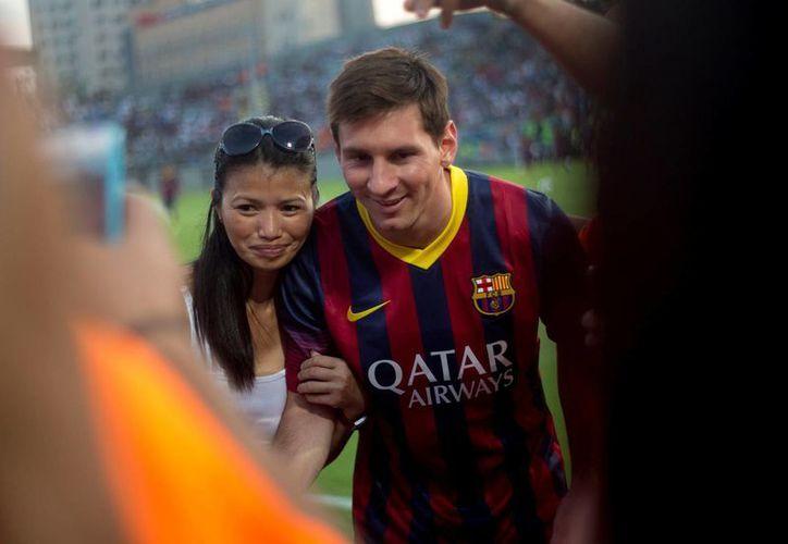 Lionel Messi tiene una elevada clausula de rescición de  contrato con el Barcelona, que podría llegar a unos 580 millones de euros. (Agencias)