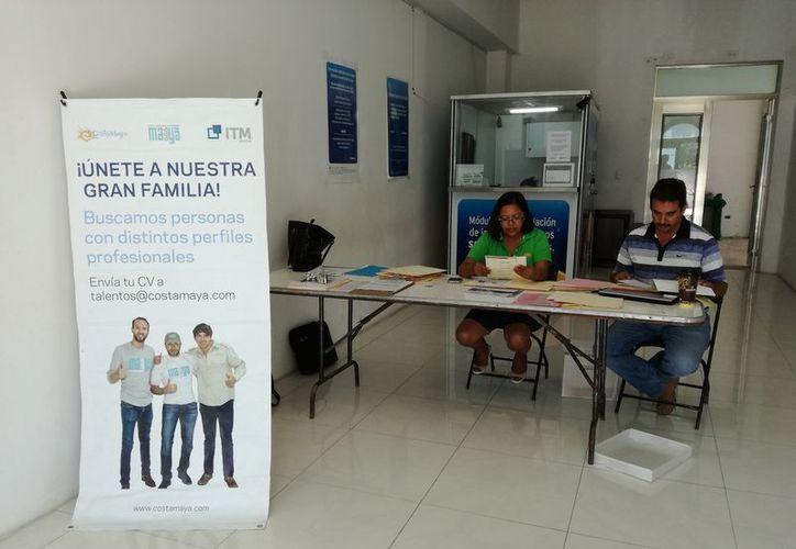El grupo Puerto Costa Maya en Mahahual brinda transporte y apoyo de vivienda, entre otras prestaciones. (Javier Ortiz/SIPSE)